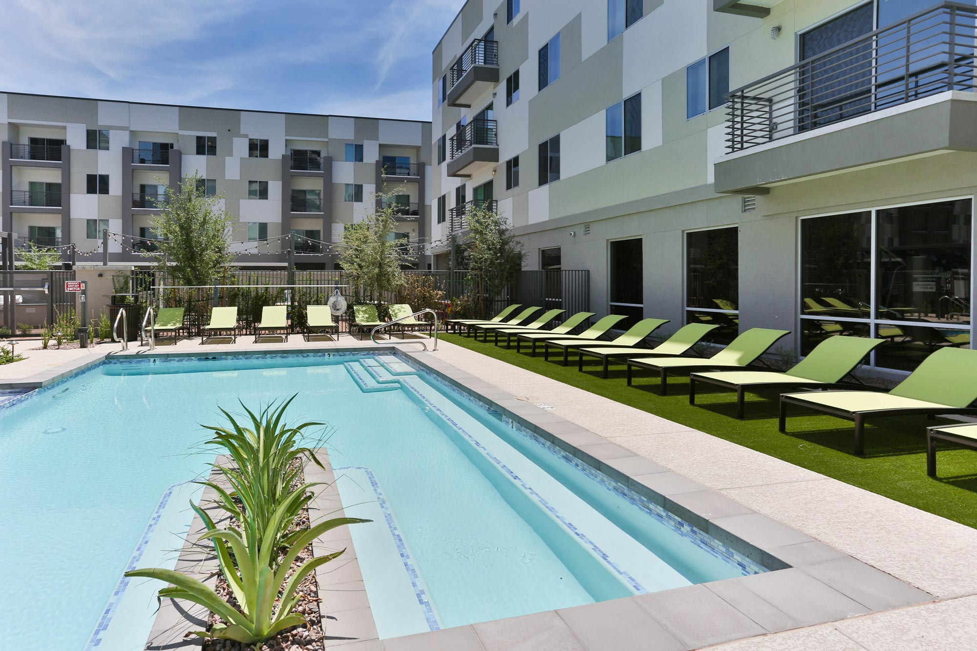 Pool in the Daytime | Alta Midtown Phoenix Arizona Apartments